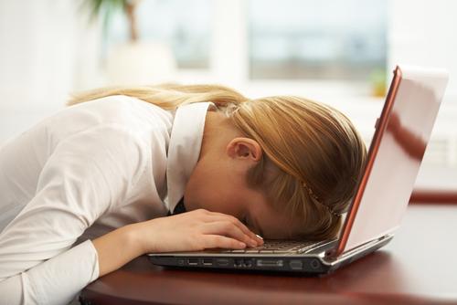 femme-dort-clavier